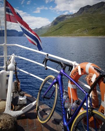 Ombord på Bitihorn på vei over Bygdin til Eidsbugarden.